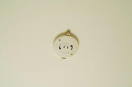 天井についている照明器具・アダプタを外して確認しよう