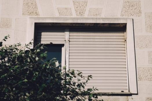 窓用補助錠は窓の「上枠」設置が効果的