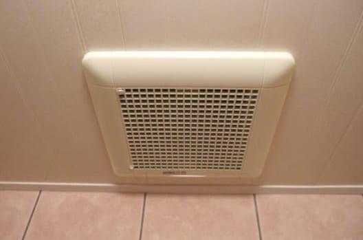 トイレの換気扇|天井・壁
