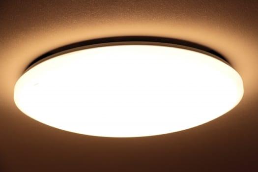 直付けの照明を交換できる