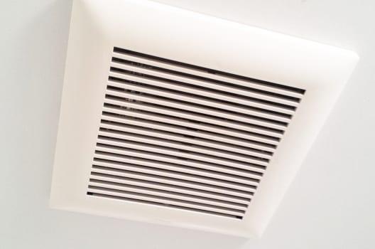 1:天井についているのがシロッコファン