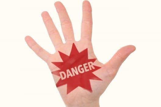 DIYでの配管カバー取り付けは危険