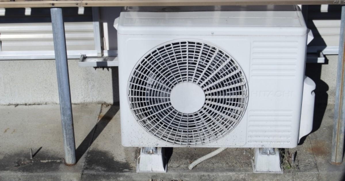 エアコンのドレンホースが排水不良で水漏れ!応急処置~掃除方法まで