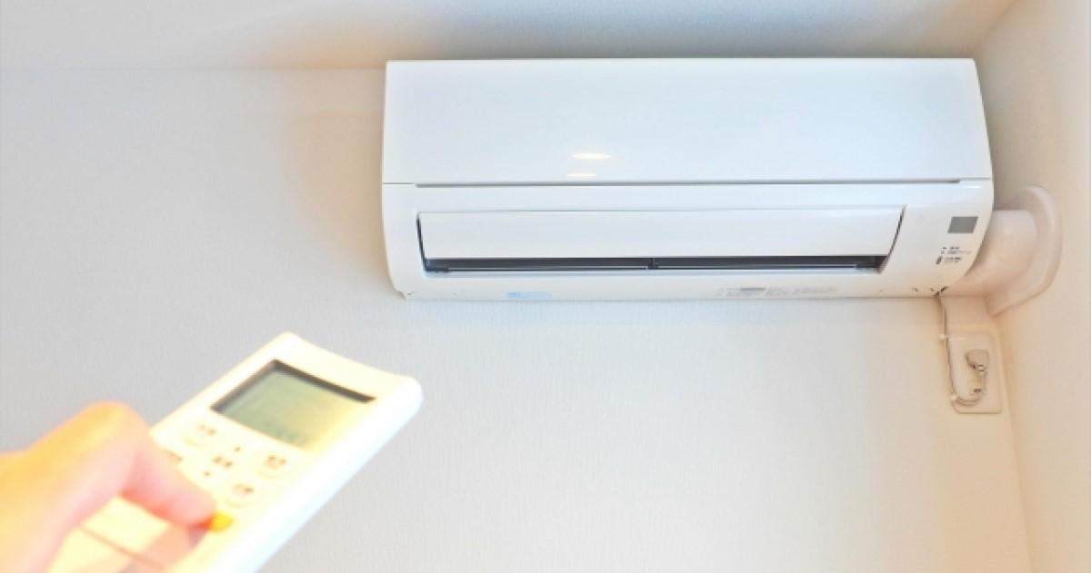 エアコンのブレーカーが落ちる原因は?調査や工事が必要になることも