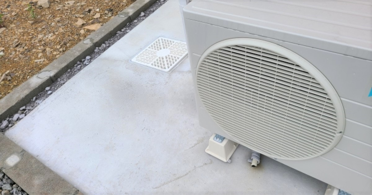 エアコンのドレンホースは定期交換部品!自分で交換する方法も解説!