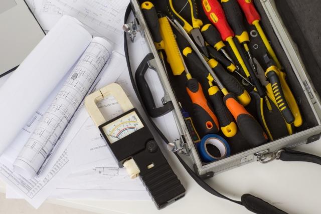 屋内配線工事はDIYでできるの?コンセントの増設方法と費用相場