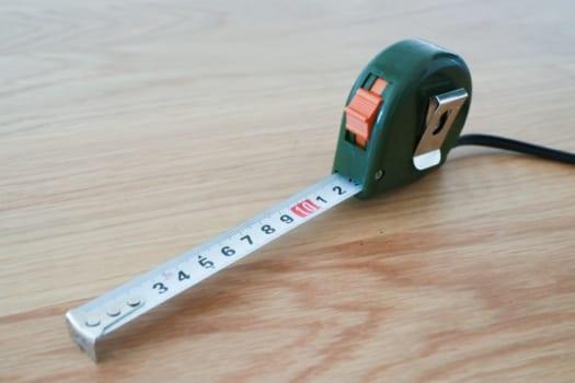 埋込寸法の内枠サイズを測る